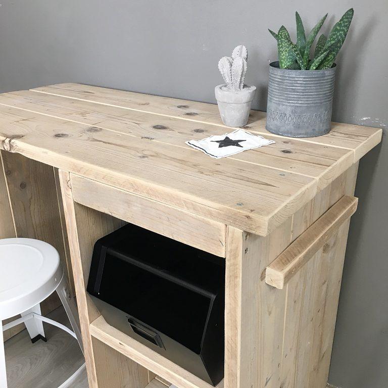 Bureau met vakken steigerhout