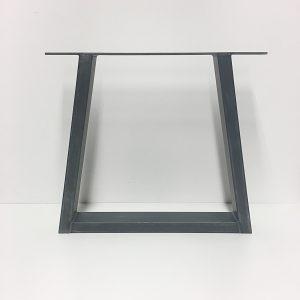 stalen-poten-eettafel-driehoek-2