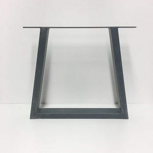 stalen-poten-salontafel-driehoek-2