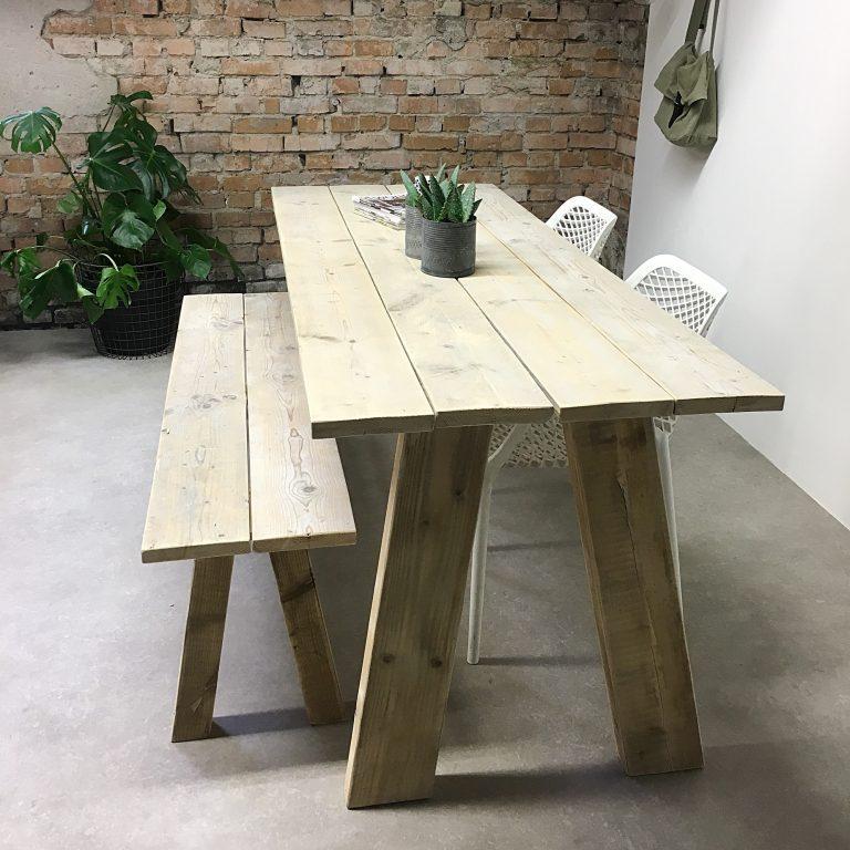 Eettafel van steigerhout