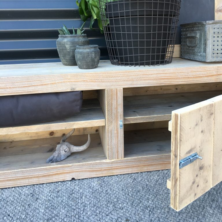 Houten tv meubel met deurtjes