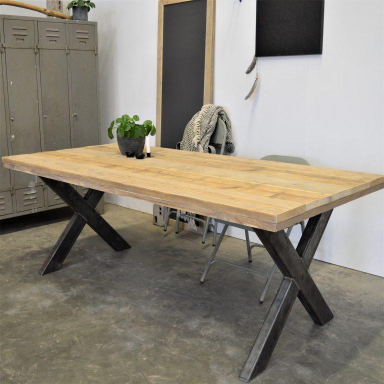 Steigerhouten tafel met x poten