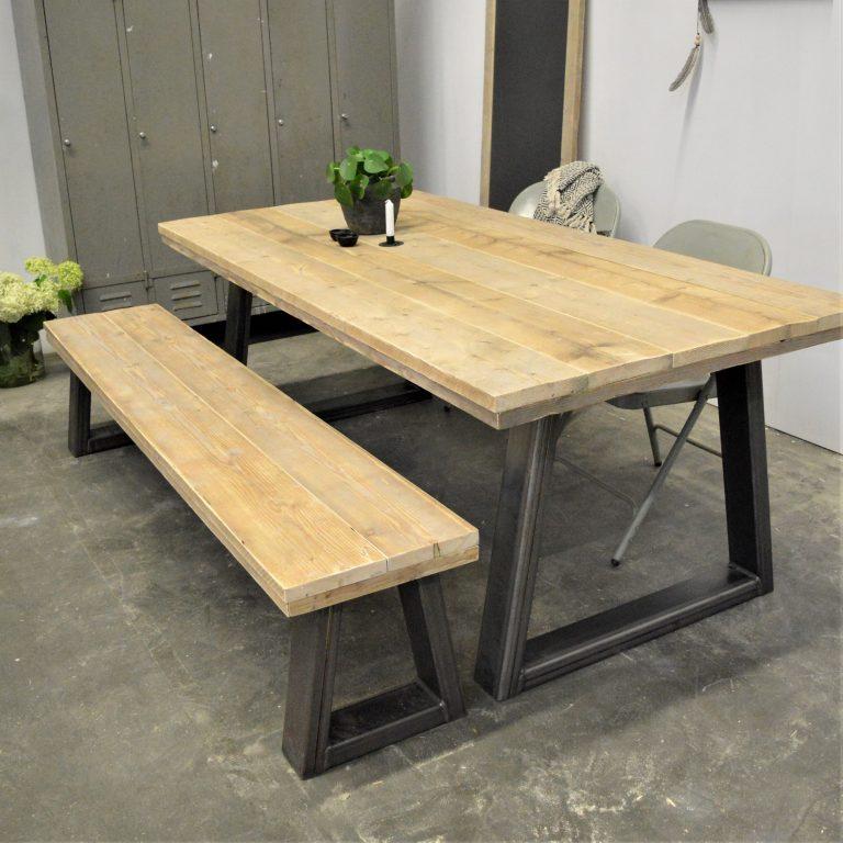 steigerhouten tafel en bankje met staal