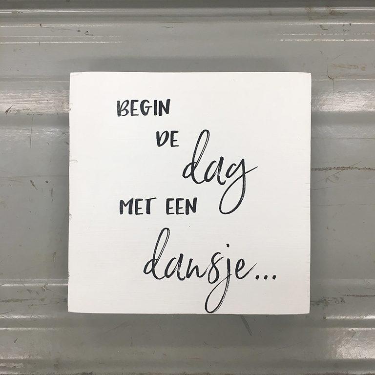 tekstbordje-begin-de-dag-met-een-dansje