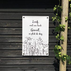 Tuinposter Leef met een lach, geniet en pluk de dag