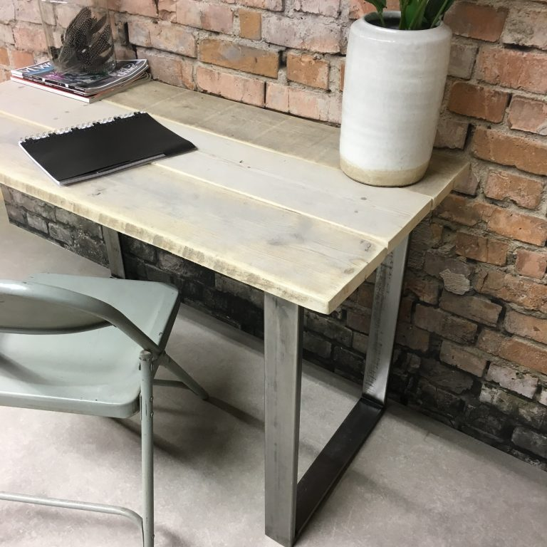Steigerhouten bureau met stalen poten