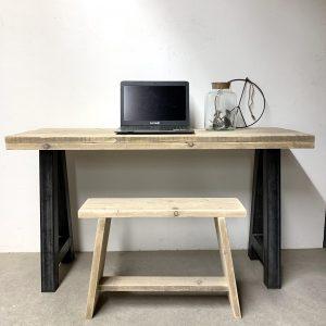 Steigerhouten bureau met stalen frame